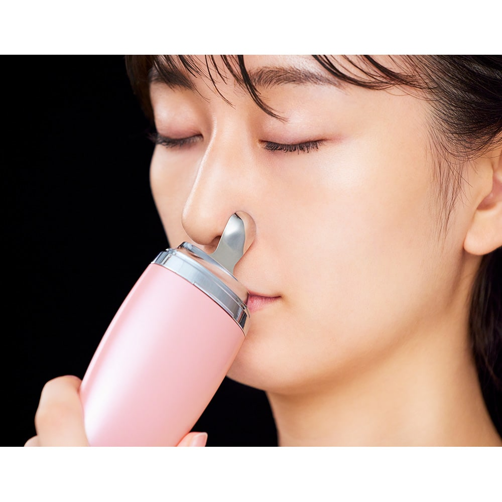 ミーゼ ディープスキンクリア ●使用例…スプーンヘッドで小鼻まわりをケア。