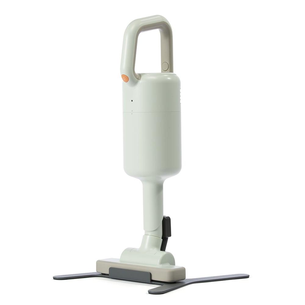 ±0/プラスマイナスゼロ コードレスクリーナー フロアノズルを付けたショート丈なら、テーブルの下や洗面台の下に収納可能です。
