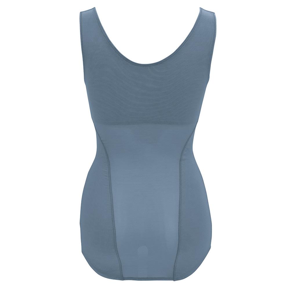 【旧モデル】BRADELIS NewYork/ブラデリスニューヨーク バストアップシェイパーブラキャミ 【ヒップ】後ろの着丈をお尻の下まで長く、立体的に!ヒップの丸みを潰さず、ズリあがりを防止。【裾】裾を長めにして、ヒップも立体パターンに!