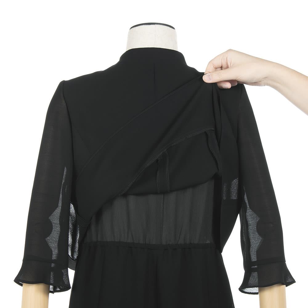 東京ソワール ブラックフォーマル アンサンブル風ワンピース ジャケットを羽織っているように見えますが、実はワンピース1枚。重なり部分も少なく、背中も熱がこもりにくい。
