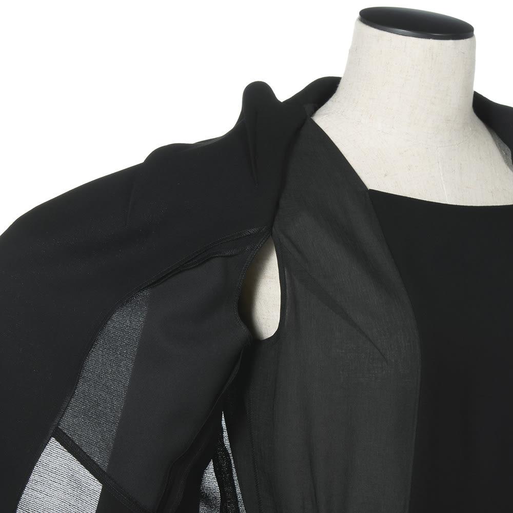 東京ソワール ブラックフォーマル アンサンブル風ワンピース(夏用) 腕の付け根部分を縫い付けてないので腕の上げ下げがラク!スカートもずり上がりにくい。通気性もよく涼しい。