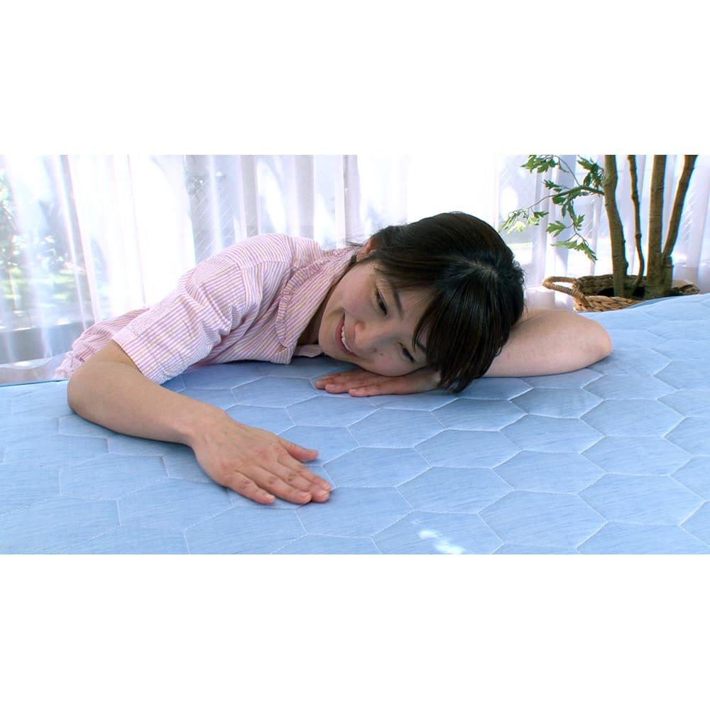 ひんやり除湿寝具 デオアイス 敷きパッドNEO(クイーン) ひんやり感の数値が約10%※もアップし、シリーズ史上最高のひんやり感を実現。(※過去モデルとの接触冷感値の比較)
