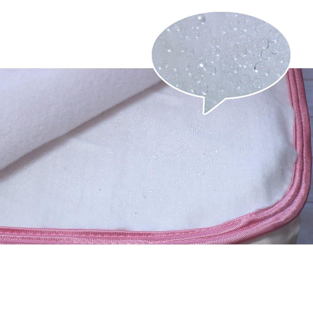 ひんやり除湿寝具 デオアイス 敷きパッドNEO(クイーン) 中わたと生地の間にシリカゲル入りシートを挟むことで寝汗を素早く吸湿し放湿。
