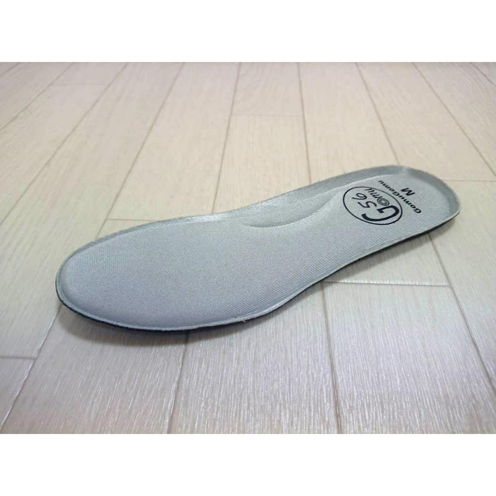 ゴムゴム メッシュシューズ 独自開発のインソール「パンケーキクッション」を採用。高密度の低反発クッションが歩行時の衝撃を吸収し、和らげてくれます。