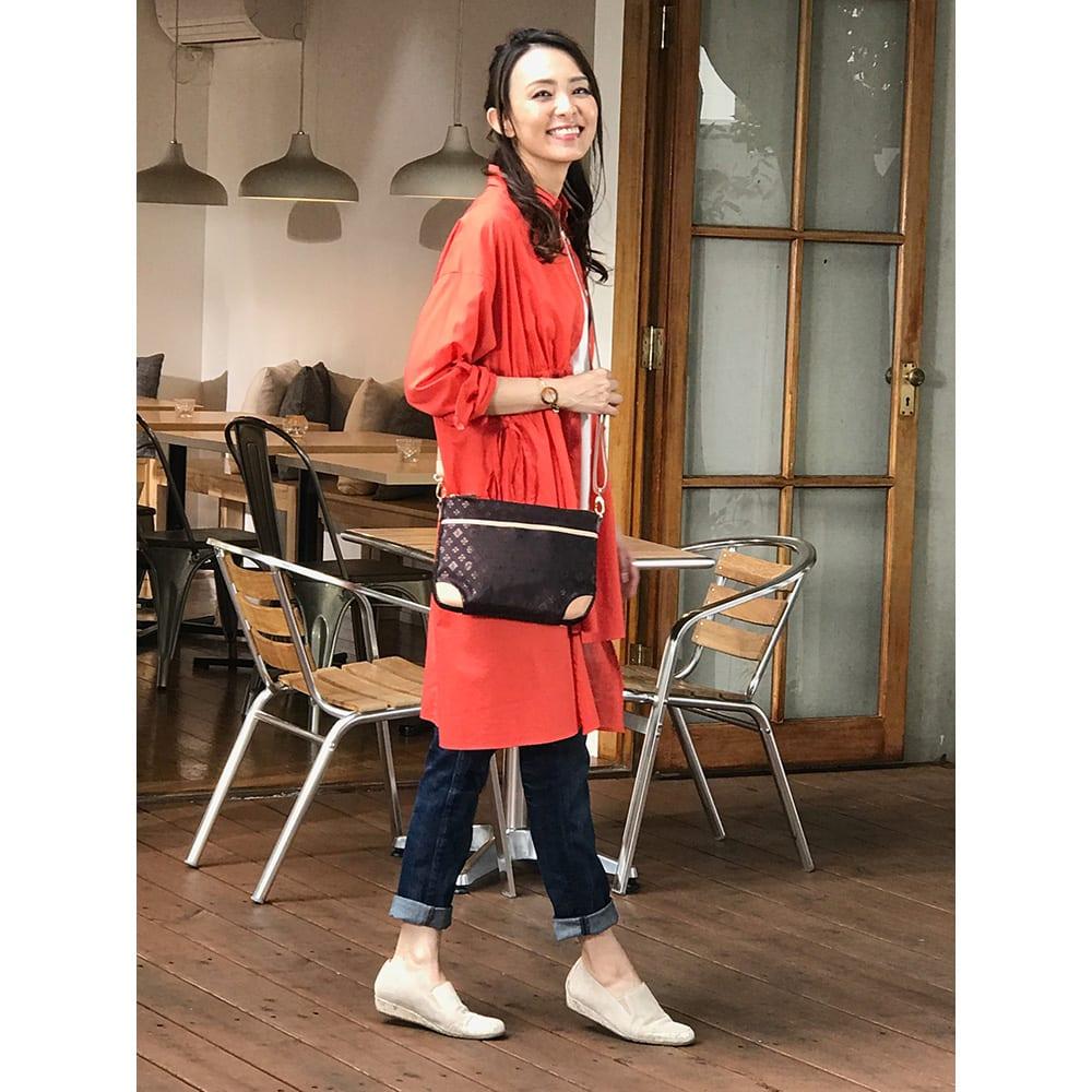 renoma/レノマ ジャカードトートバッグ ○クラッチバッグにストラップを付けてポシェット感覚の肩掛けに。旅行の時、クラッチだけで食事に…ということも可能。