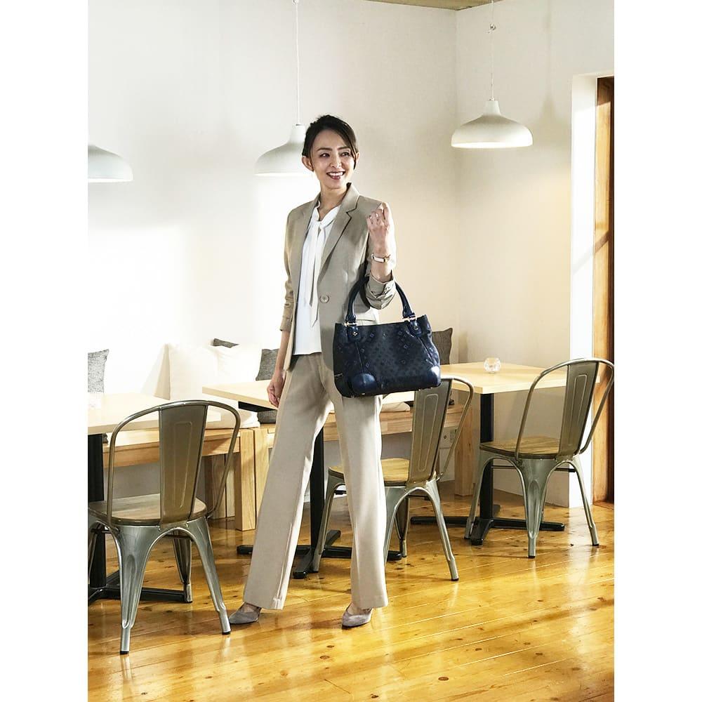 renoma/レノマ ジャカードトートバッグ ○地色はブラックでも柄のネイビーブルーが柔らかさを引き出しオフィスでも目を引きます。