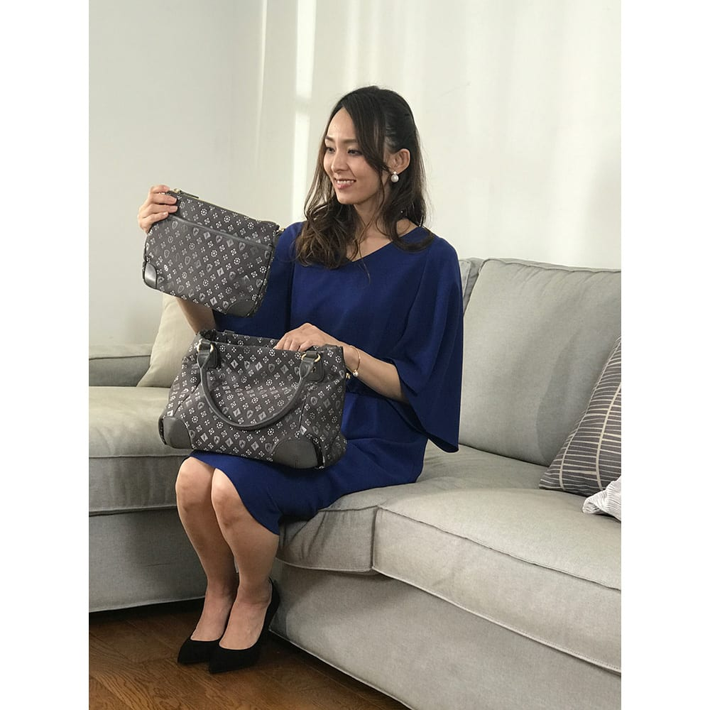renoma/レノマ ジャカードトートバッグ クラッチは物が入らない…というイメージがありますが、これは長財布もしっかり入る実用的なサイズ感。間口も広めになったので出し入れもスムーズ。