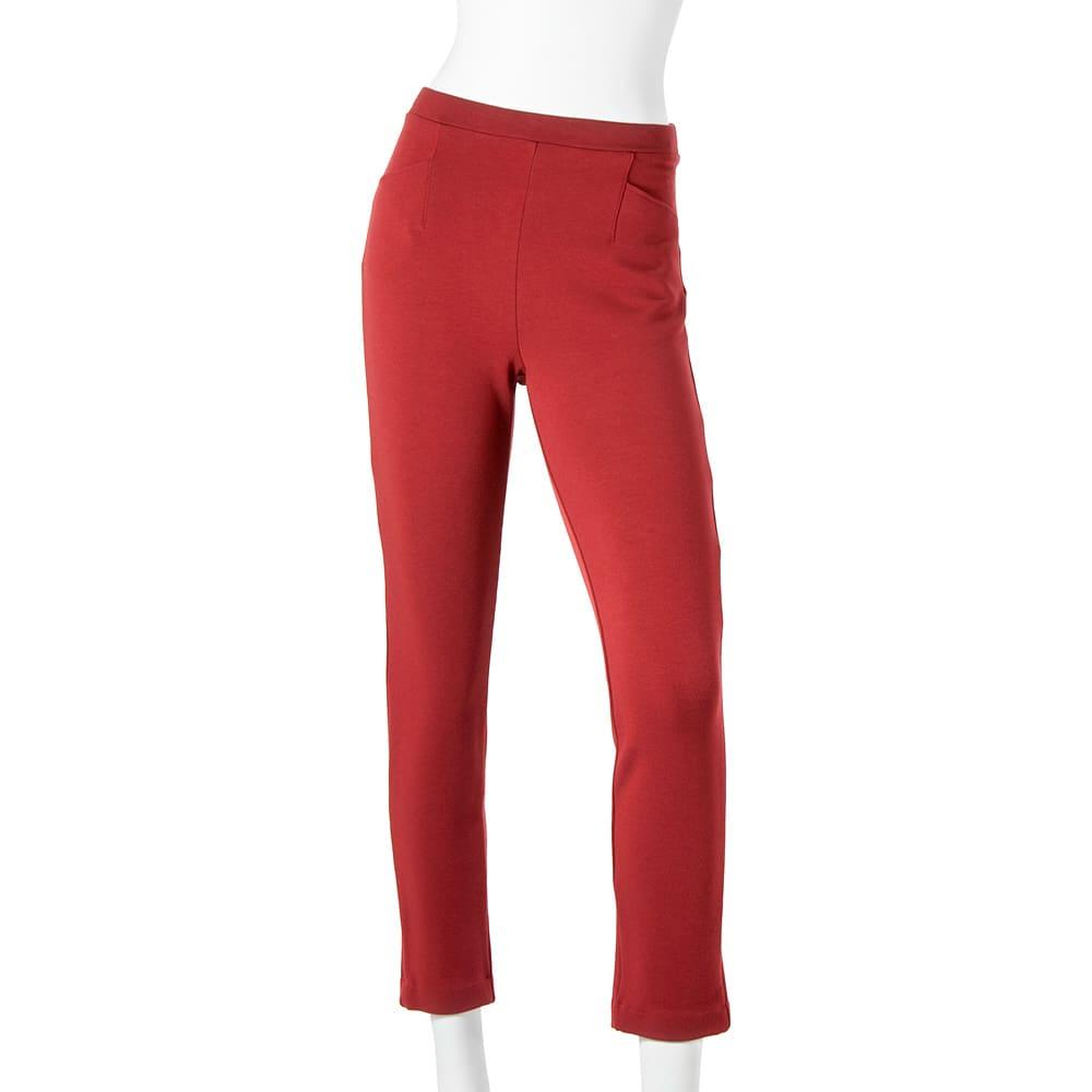 ARIKI あったか大人パンツ (オ)ガーネット(WEB限定)…華やかなのに上品!暗くなりがちな冬の装いをパッと明るくするアクセントカラー。意外と合わせやすく便利に使えます。