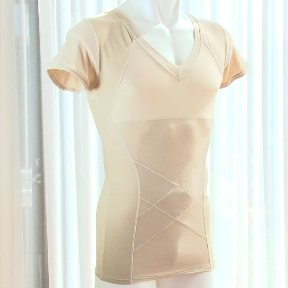 姿勢インストラクター アクティブコア(メンズ) (イ)ベージュ パワーネットを従来の肩甲骨だけでなくお腹周りにも360度ぐるりと配置。しかもあえて表側に張ることで美姿勢のキープ力をアップ!