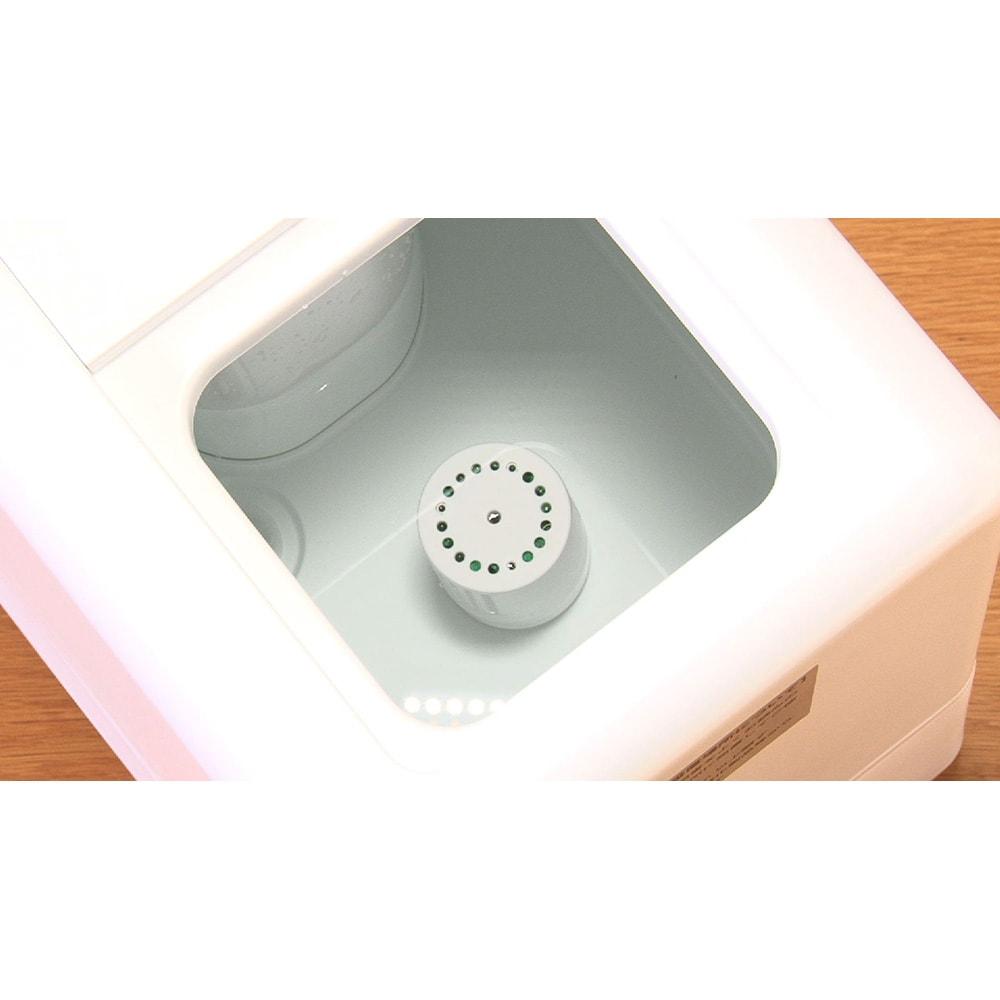 ハイブリッド抗菌加湿器 アクアバースト タンク内の銀イオン抗菌カートリッジで、水に菌が繁殖しにくくなっています。