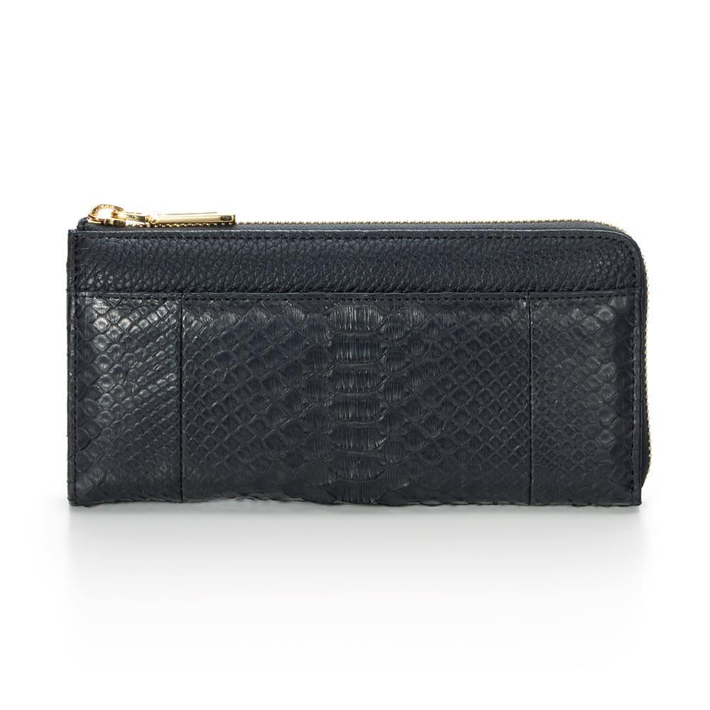 パイソン 長財布 (イ)ブラック…シックで重厚感あるブラックは男性にもおすすめ。高級感が漂います。