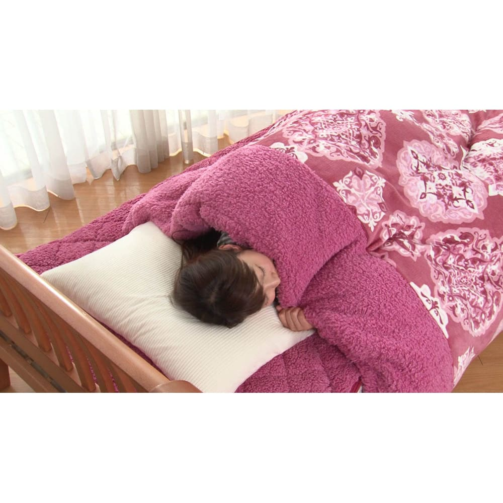 ぽかぽか毛布仕立ての布団カバー(シングル) 首元に縫い目はなく、もこもこ生地がきます。細かいこだわりの作りが、さすが西川ブランド。 ※敷きパッドは別売りです