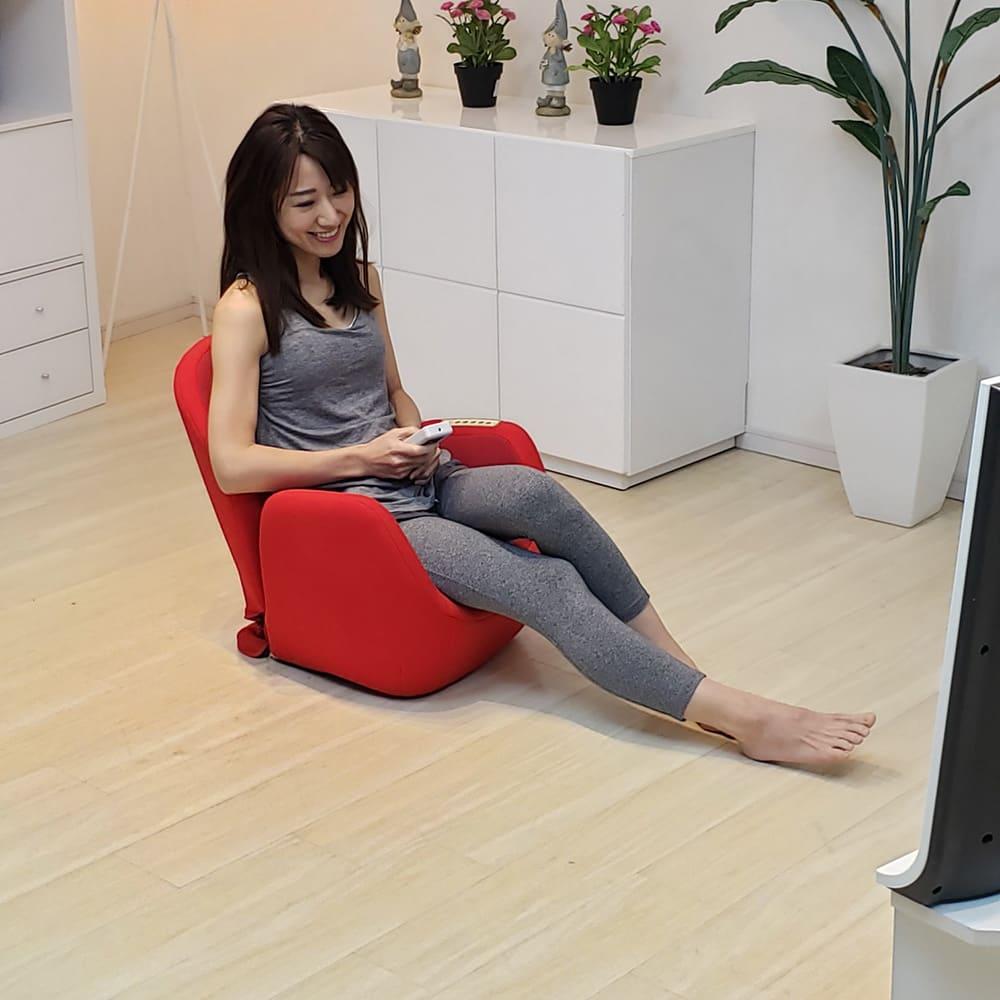 エアリーツイストボディ 気づいたときに1日15分座れば、「姿勢」が整いスタイルアップ!背筋が伸びると体まで軽く、ラクに感じます。
