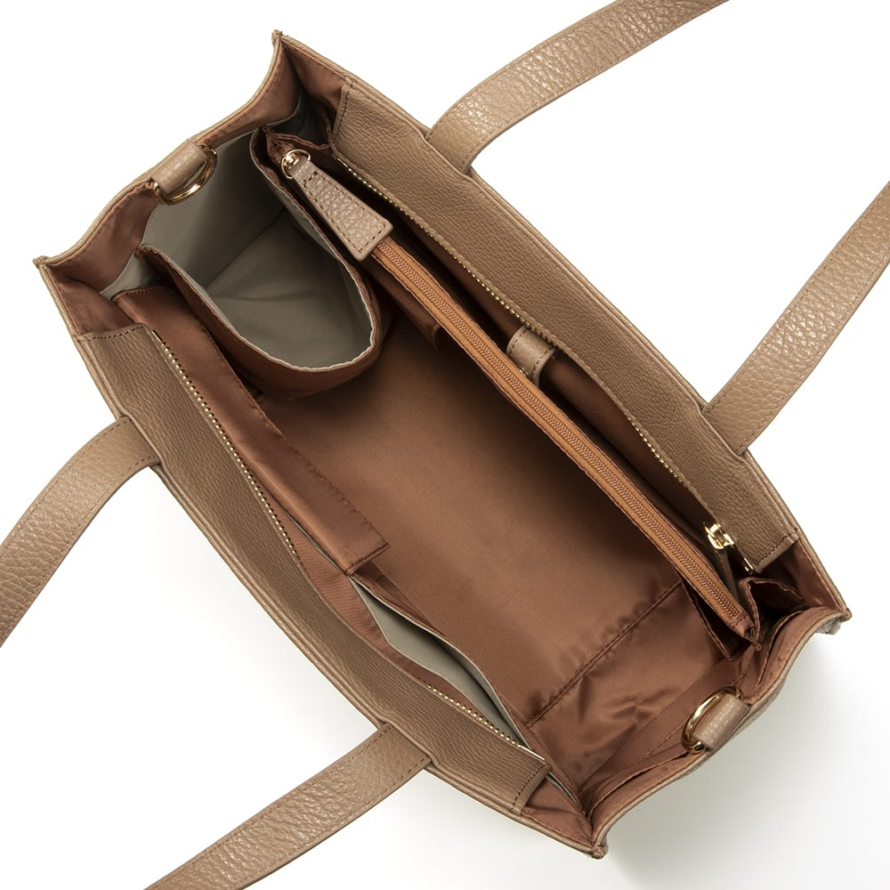 千秋プロデュース 15ポケット トートバッグ 内部に12個、外側に3個、合計15個のポケット付き。それぞれに意味があり、整理整頓しやすい。15個全部を使う必要はなく、好きなポケットを選んでお使いください。  (エ)モカブラウン