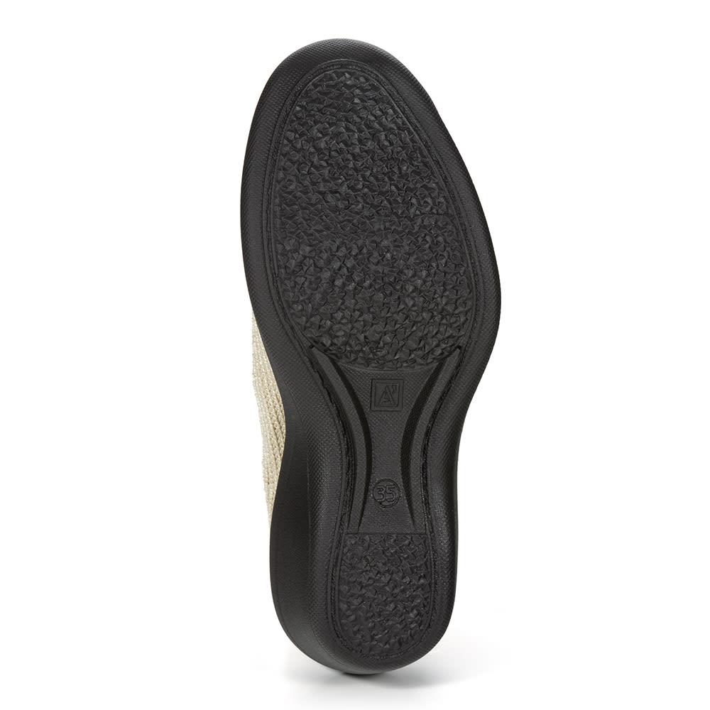 ARCOPEDICO/アルコペディコ ニットパンプス(マイル) 靴底に配した2本ライン(ツインアーチサポート)はアルコペディコならではの特長。土踏まずの隙間を埋めるようにサポートし、着地の衝撃を足裏全体に分散。これも疲れにくい秘密。