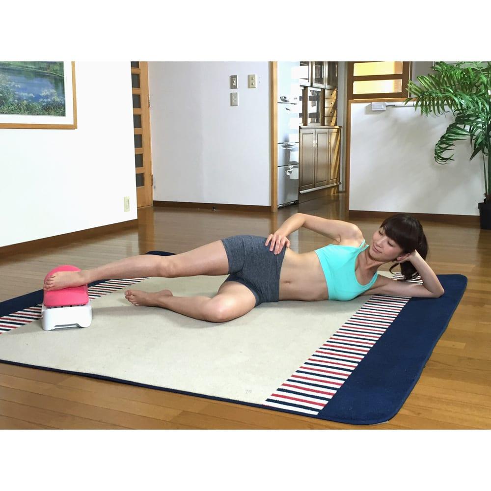 スイングコア プレミアム ●片足スイング…横になりながら片足を乗せてスイング。お尻から脚までの運動に。
