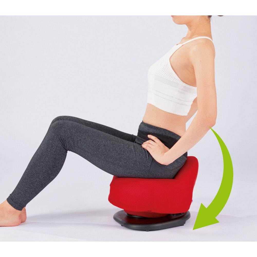 骨盤スリムチェアDX 【前後に動かす、下腹シェイプ】背筋を丸める→伸ばす意識で前後に動かす。下腹のぽっこり対策に効果的な腹直筋にアプローチします。
