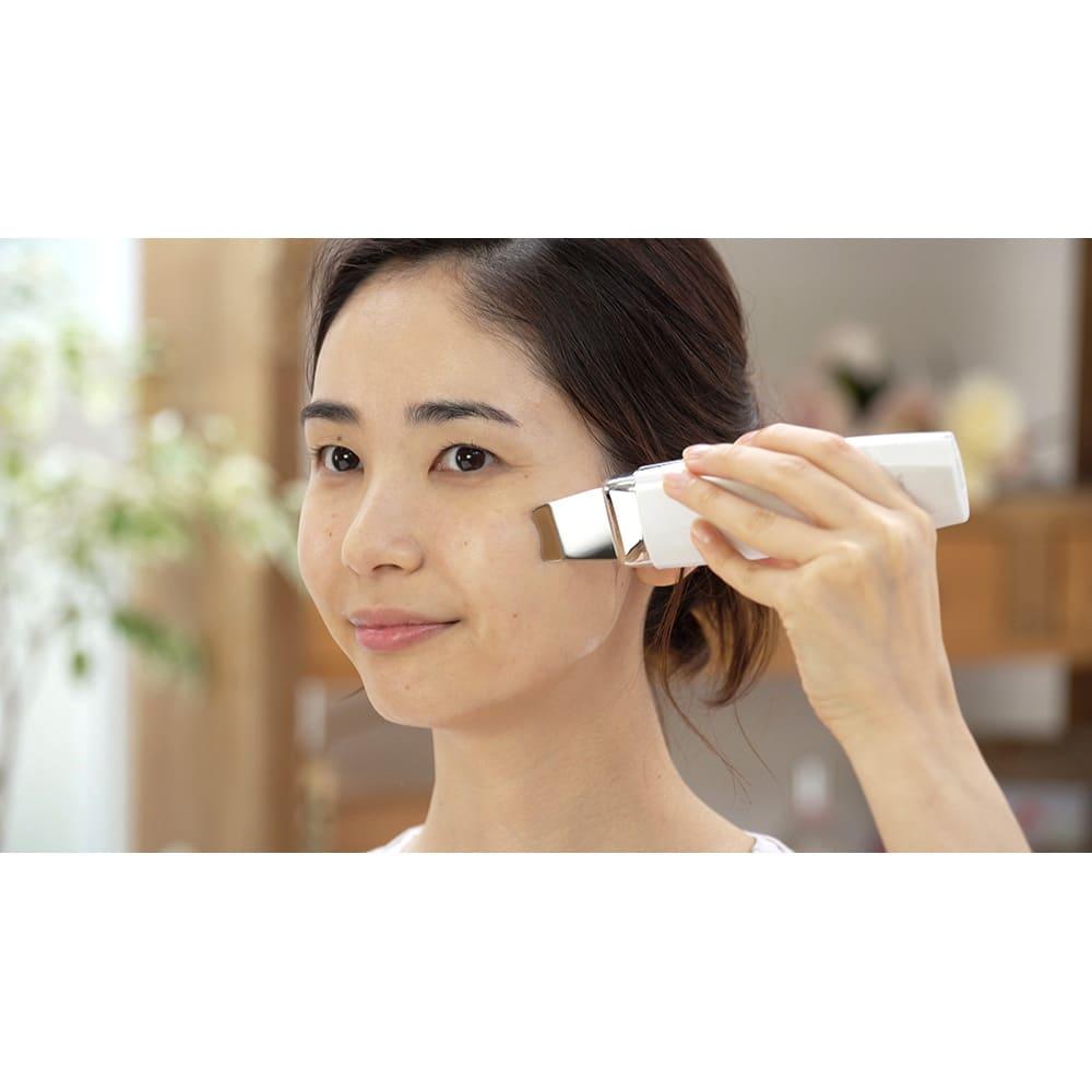 アクアリフトピーリング 特別セット 引き締めケア:手と引き締めたい箇所に、水またはジェルを塗って使用してください 緩んだお肌の引き締めケアができます