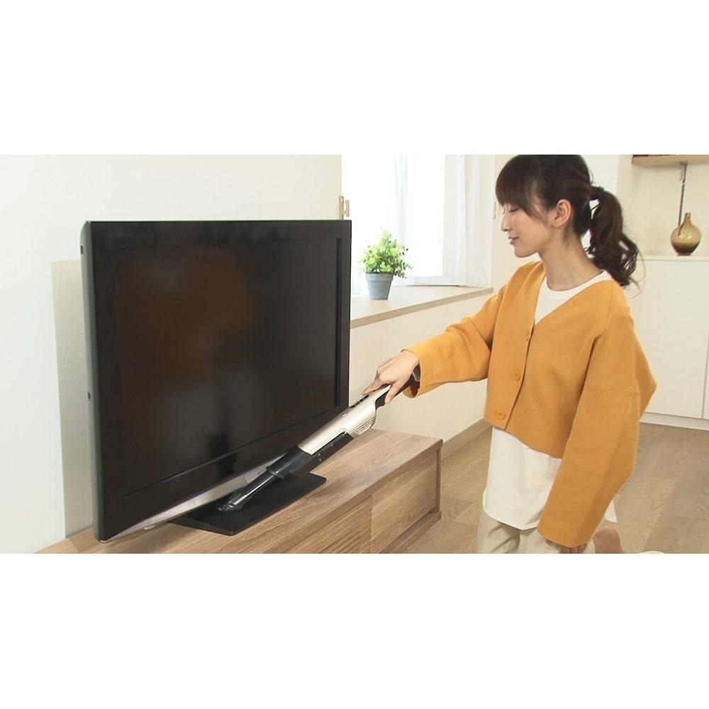 siroca/シロカ 超軽量コードレス スティッククリーナー ブラシ付きノズルはブラシで掃きながら掃除できるからホコリが集まりやすいテレビ周りのお掃除にオススメ!
