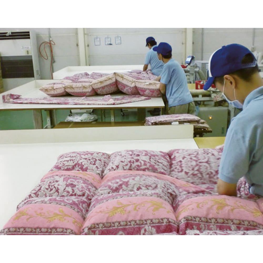 エクセルゴールドラベル 柄任せ羽毛掛け布団(シングル) 日本の布団工場で1枚1枚丁寧に作っています。柄は選べませんが、品質には自信あり!お届けするのは今回のために仕立てた新品で、残り物の在庫ではありません!