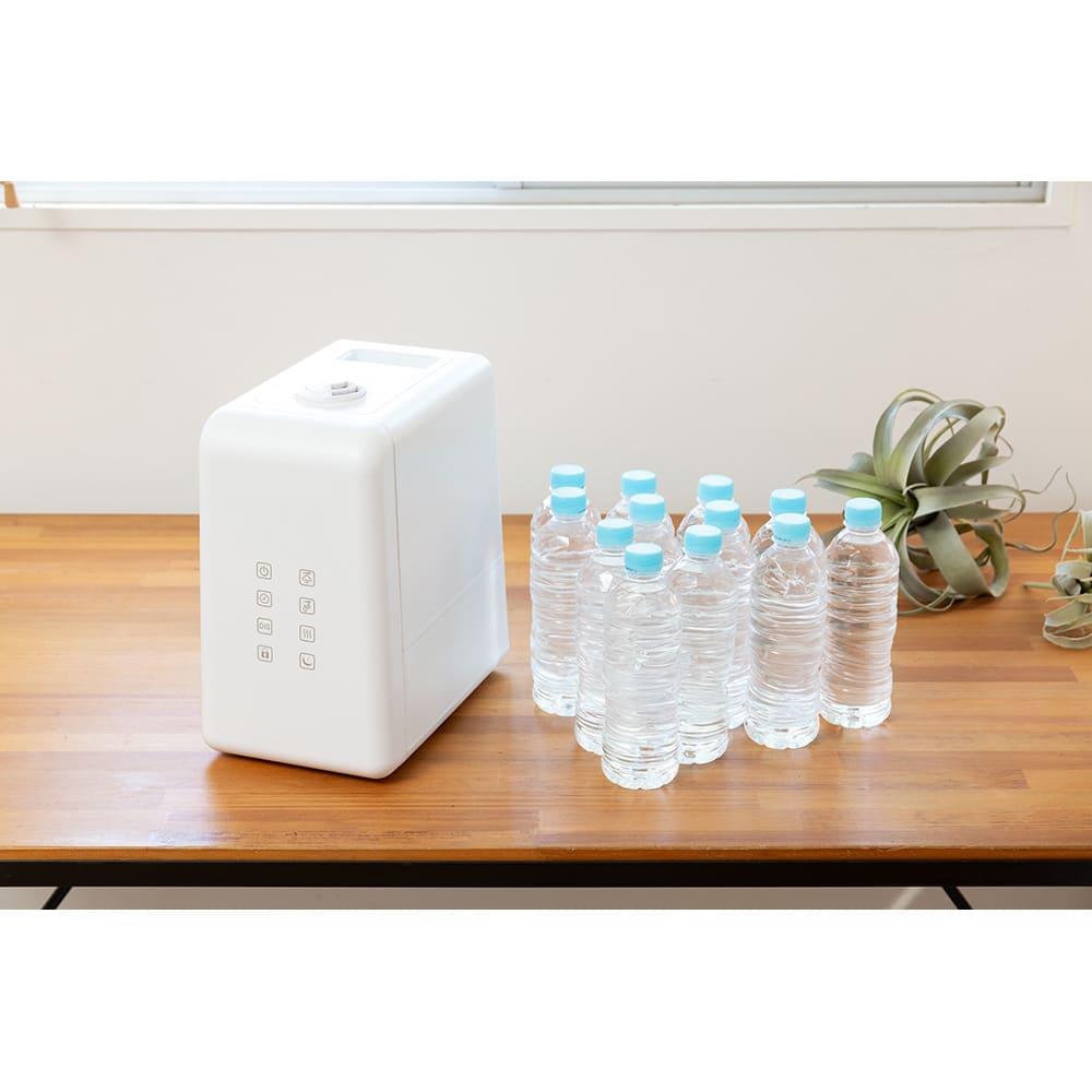 ハイブリッド抗菌加湿器 アクアバースト タンクの容量はなんと6リットル!※ペットボトルはイメージ、水道水以外は使用しないでください