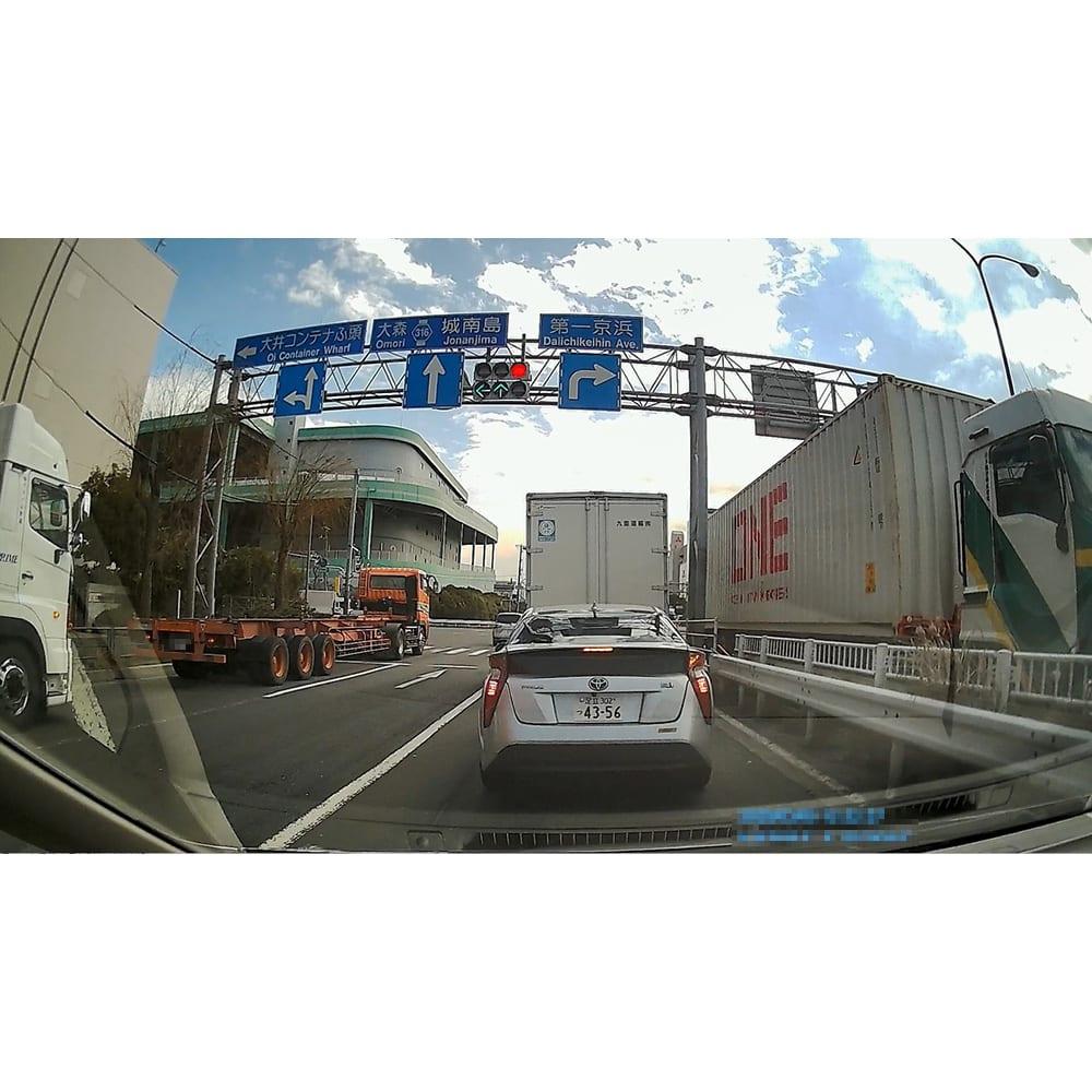 後方カメラ付き 高画質ドライブレコーダー <前方カメラの映像>前の車のナンバーはもちろん、信号など周囲の状況も鮮明に記録可能!(※メーカー車両にて撮影)