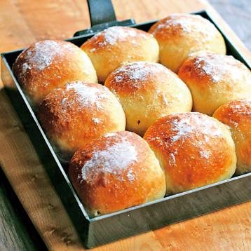 鉄の卵焼き器で作るプチパン