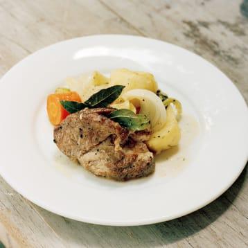 ストウブで作る豚と野菜の蒸し焼き
