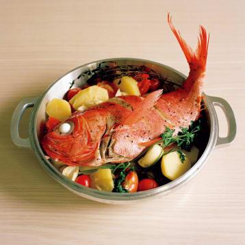 無水鍋で作る金目とじゃが芋の蒸し焼き