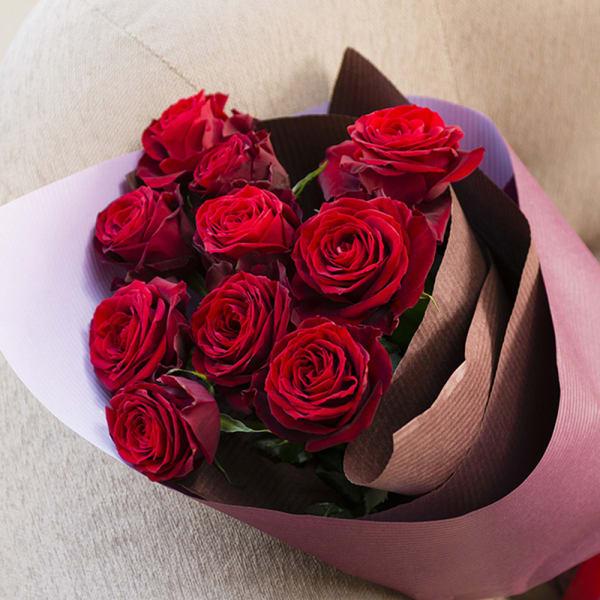 赤バラのシックな花束<br>5,500円(税込)