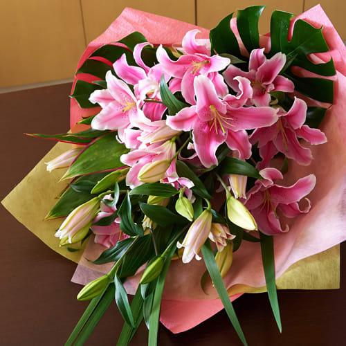 オリエンタルリリーのピンクの花束<br>8800円(税込)