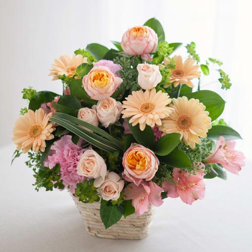 バラとガーベラの幸せアレンジメント<br>4950円(税込)