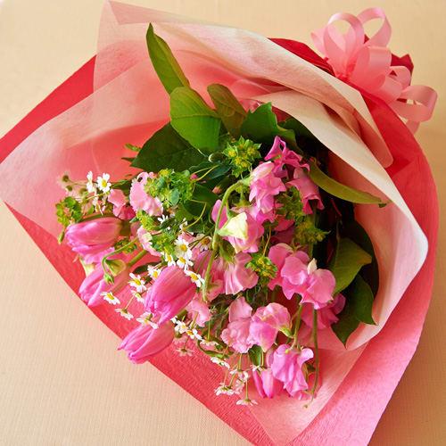 チューリップとスイトピーの幸せを運ぶ花束<br>3,300円(税込)