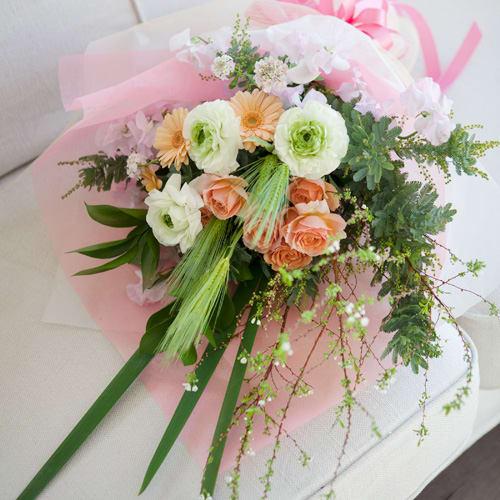やさしい春色の花束<br>4950円(税込)