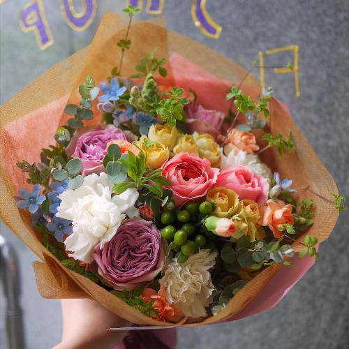 季節のおまかせカラフル花束<br>5500円(税込)