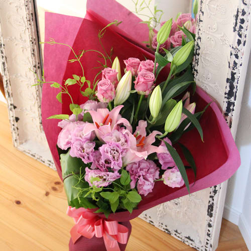 ユリとトルコギキョウの花束<br>7700円(税込)