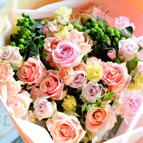 パステルミックスで溢れるほどの花束を<br>11,000円(税込)