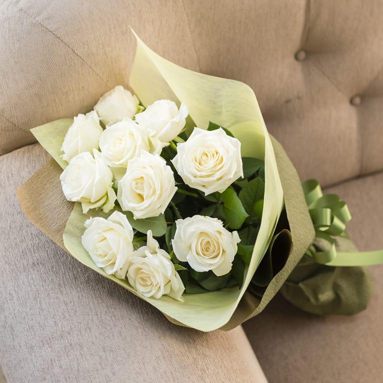 白(ホワイト)バラのシックな花束<br> 5,500円(税込)
