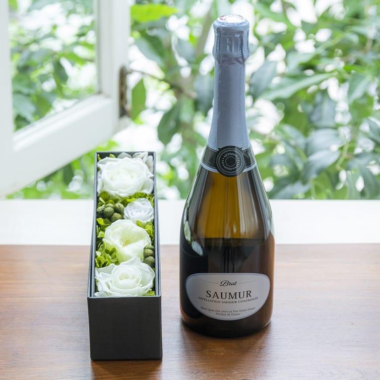 フランスのスパークリングワインとプリザーブドフラワーのギフトセット<br>9,845円(税込)
