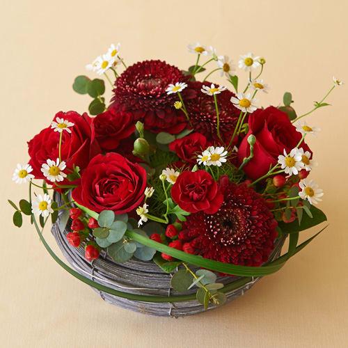 【送料無料】バラとガーベラの赤色アレンジメント<br>4,400円(税込)