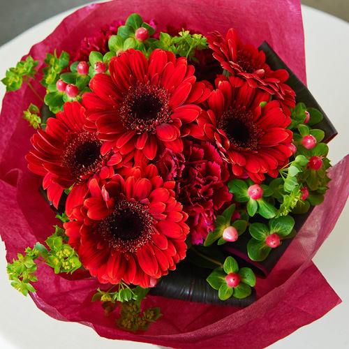 ガーベラの鮮やかな赤色ブーケ<br>3,300円(税込)