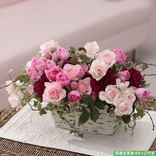 ピンクのバラの優しいアレンジメント<br>5,500円(税込)