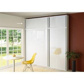 光沢仕様 引き戸壁面収納本棚 幅150奥行21突っ張り上置き高さ55~70(本体52)cm