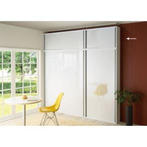 光沢仕様 引き戸壁面収納本棚 幅90奥行21突っ張り上置き高さ55~70(本体52)cm