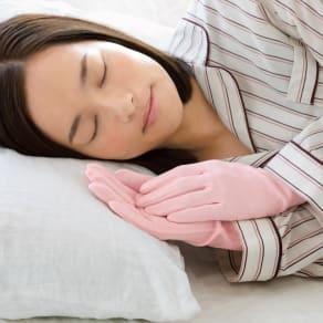 就寝用裏シルクうるおい手袋2点セット