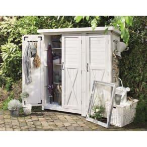 3つ扉シンプル木製収納庫