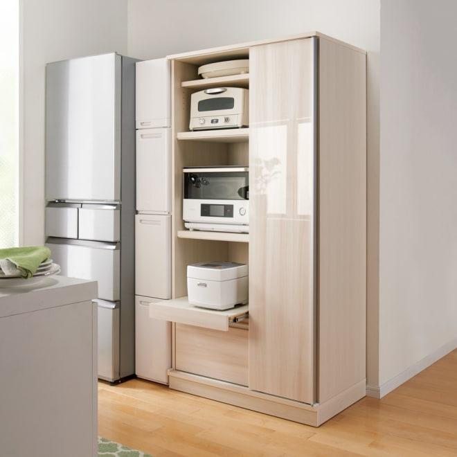 家電に合わせて奥行が選べるスリムスライド食器棚 奥行55cm 狭いキッチンでも置ける幅90cmの家電収納庫です。 (ア)ホワイト(木目)