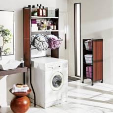 洗面空間を美しく 幅が伸縮する木目調ランドリーラック 棚2段バスケット2個