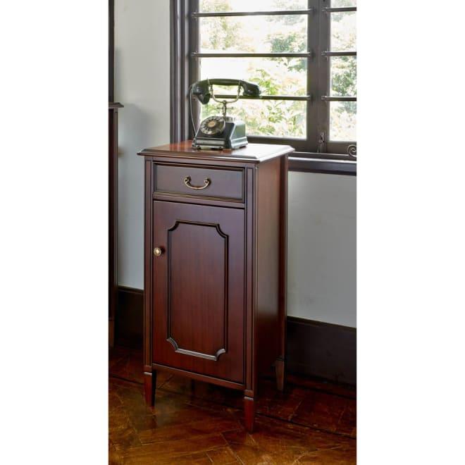 クラシカルロイヤル ケントハウスシリーズ 電話台 扉タイプ スリムなデザインで置き場所を選ばない電話台。扉の中には高さ調整ができる収納棚がついています。