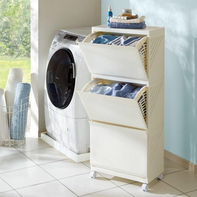 出し入れラクラク 湿気を逃がすランドリーワゴン 3段・高さ105cm (ア)アイボリー 洗濯機周りや脱衣所収納にぴったりの清潔感。